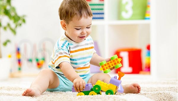 بهترین اسباب بازی برای کودکان 6 ماه تا یک سال