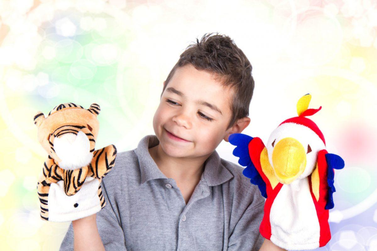 کودک با نمایش عروسکی به ابراز درونی ترین احساساتش می پردازد