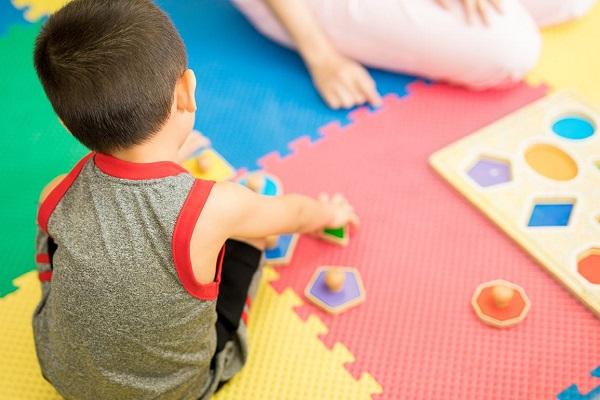 عکس بازی درمانی کودکان